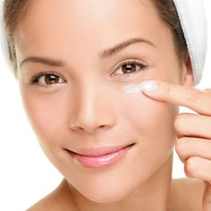 The best way to get rid of eye bags and puffy eyes? With multitasking, cooling eye creams and treatments. Try these products to quickly deflate puffy eyes and eye bags. Under Eye Wrinkles, Prevent Wrinkles, Scar Cream, Anti Aging Eye Cream, Under Eye Bags, Belleza Natural, Flawless Skin, Puffy Eyes, Contouring