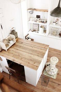 Vintage furniture shabby chic home decor 31 ideas Raw Furniture, Trendy Furniture, Shabby Chic Furniture, Vintage Furniture, Diy Interior, Room Interior, Interior Design, Retro Furniture Makeover, Room Planning