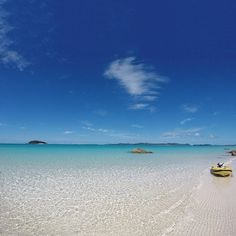 Is anyone else out there feeling tempted to spend this weekend right here at #WhitehavenBeach? All you would have to do is swim in the pristine water, soak up the sunshine, maybe dabble in a spot of snorkelling and take long walks along the seven kilometres of squeaky white sand. It all sounds very bearable, so guess we'll be meeting you in the @whitsundaysqld soon! Photo: @karynlcameron
