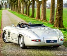 Mercedes-Benz 300 SLS - Carros # Carros - Power of Dreams - Motos Mercedes Benz 300, Mercedes Auto, Mercedes Classic Cars, Mercedes Benz Autos, Bmw Classic Cars, Classic Sports Cars, Mclaren Mercedes, Mercedes Black, Mercedez Benz