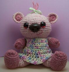 Sophie Bear Sitting free amigurumi crochet pattern    Free crochet pattern at Suncatcher Eyes.