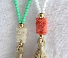 Collar borla blanca. Blanco y Coral collar. por lizaslittlethings