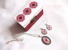 Set cadou, cutie si bijuterii femei, set cu motive traditionale 33810 – Cadouri HandMade