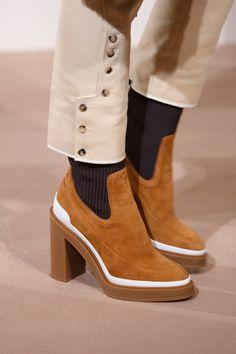 c5ec89c1fce Hermès Pre-Fall 2019 Fashion Show Details  See detail photos for Hermès  Pre-Fall 2019 collection. Look 128
