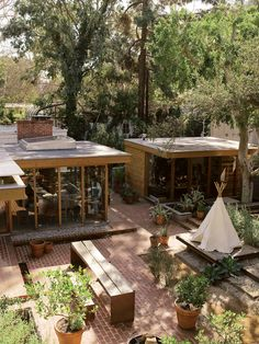 A pair of environmentally attuned architects combined adjoining properties in a Los Angeles canyon to house their modernist menagerie.