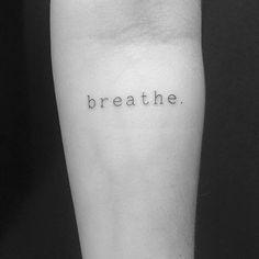 ...Apenas✨ #Tattoo #tatuagenscaligraficas #typemachine #astattooistas #corujarecordstattoo #crizsuconic