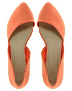 the perfect summer flats! Love the modern angles, so flattering.