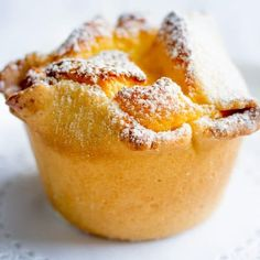 Soffioni Abruzzesi are cute little Italian cupcakes or muffins filled with fluffy Ricotta cream. They are easy to make and are a wonderful addition to any occasion. Soffioni Abruzzesi Adults love them Italian Pastries, Italian Desserts, Just Desserts, Italian Recipes, Delicious Desserts, Italian Cupcakes, French Pastries, Vegetarian Desserts, Italian Meals