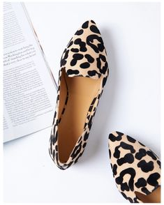 Leopard Shoes Outfit, Flat Shoes Outfit, Leopard Print Shoes, Me Too Shoes, Casual Work Shoes, Comfortable Work Shoes, Animal Print Flats, Leopard Print Flats, Leopard Prints