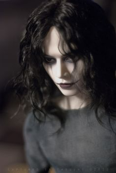 An amazing doll, and wonderful Crow make-up inspiration from all the photos when you click through...  <3