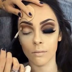 📸aux auteurs respectifs .......#cosmetiques #maquillage #maquilladora #crueltyfreemakeup #maquillagedujour #eyeshadowswatches #summerlook