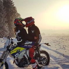 Dirt Bike Couple, Motocross Couple, Motocross Love, Motocross Girls, Biker Couple, Motorcycle Couple, Cute Relationship Texts, Relationship Goals Pictures, Cute Relationships