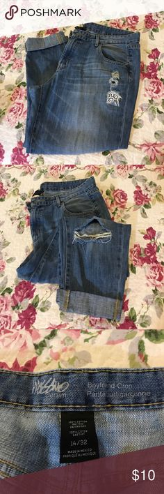 Mossimo Boyfriend Crop denim Light wash, lace detail on left hip, gently worn, good condition! Fits very comfortably, smoke free home. Mossimo Supply Co Jeans Boyfriend