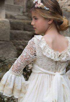 Little Girl Fashion, Kids Fashion, Princes Dress, Dress Anak, First Communion Dresses, Wedding Flower Girl Dresses, Vestidos Vintage, Abaya Fashion, Kurta Designs