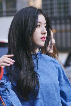 Pristin Xiyeon Park Si Yeon, Pledis Girlz, Ulzzang Girl, Pop Group, Korean Girl Groups, Girl Crushes, Art Girl, Kpop Girls, My Idol