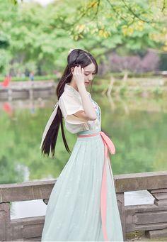 my hanfu favorites Oriental Dress, Oriental Fashion, Asian Fashion, Chinese Traditional Costume, Traditional Dresses, Hanfu, Japanese Fashion, Japanese Girl, Chinese Clothing