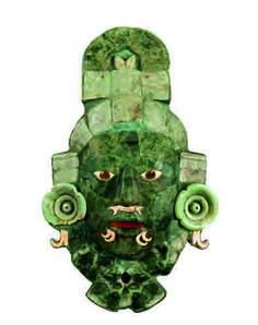 Masque funéraire en mosaïque de jade     Calakmul, Campeche     Classique tardif, 660-750 apr. J.-C.     Mosai¨que de jade,Spondylus princeps, Pinctada mazatlanica et     obsidienne grise     36,7 x 23 x 8 cm     Musée d'Architecture maya, Fuerte de la Soledad, Campeche     © Photo: Martirene Alca´ntara/INAH