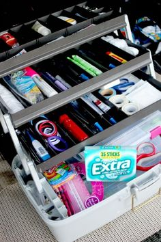35 Genius DIY Car Organizing Ideas Car Organization Ideas – Tackle Box Organizer – DIY Tips and Tricks for Organizing Cars – Dollar Store Storage. Diy Organizer, Car Organizers, School Organization For Teens, Organization Hacks, Organizing Ideas, Minivan Organization, Organizing School, Road Trip Organization, Clothing Organization