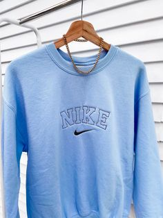 Cute Lazy Outfits, Sporty Outfits, Nike Outfits, Trendy Outfits, Vintage Nike Sweatshirt, Vintage Crewneck, Trendy Hoodies, Embroidered Sweatshirts, Aesthetic Clothes