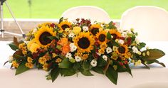 Ceremony table wedding sunflower arrangement www.saracattaneo.it