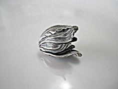 SAVE 10% use coupon code PIN10 Vintage look antique silver plated brass tulip bead caps, beautiful for bracelets, earrings or necklaces.  Quantity: 1  Size: 20x17mm    ITEM#: FDBC5-V3-15   http://lilczec...