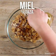 Video of Fitness Cereal Bars without Oven - Prepare these delicious Fitness cereal bars without oven, they are the perfect snack for all member - Mexican Food Recipes, Snack Recipes, Dessert Recipes, Healthy Recipes, Tasty Videos, Food Videos, Desserts Keto, Snacks Saludables, Easy Snacks