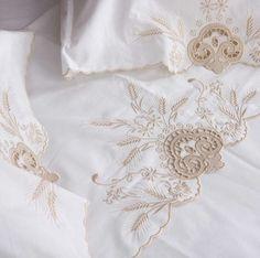 Jogo de cama branco 250 fios , e bordado festonê marrom