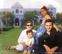 Saif Ali Khan with Amrita Singh and kids Sara and Ibrahim - Provided by Masala.com