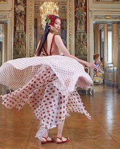 "Daily Fashion inspiration on Instagram: ""italian style ❤️ @dolcegabbana Alta Moda digital fashion show in Milan  📎 @catwalkhautecouture  Explore more via 📎 #catwalkhautecouture…"" Mode Inspiration, Fashion Inspiration, Daily Fashion, Fashion Show, Cat Walk, Italian Style, Cover Up, Explore, Digital"