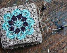Petit livre à laiguille de lin avec Crochet détail par namolio
