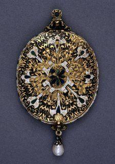 Oval locket; gold; both faces similar; gold scrolls on black enamel ground; England, c.  early 1600s