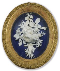 Bouquet en biscuit de la manufacture de Dihl et Guérhard du début du XIXe siècle  A PARIS PORCELAIN BISCUIT BUNCH OF FLOWERS BY THE MANUFACTURE OF DIHL ET GUÉRHARD, EARLY 19TH CENTURY, SIGNED DIHL, IN A GILT-BRONZE MOUNTED GILTWOOD FRAME