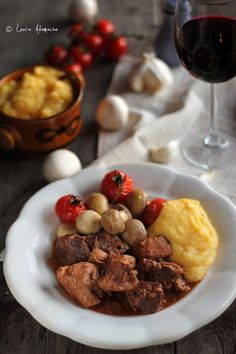 Pork and beef stew - Tochitura de Porc si Vita Biscuits, Pork Stew, Romanian Food, Goulash, Food For Thought, Slow Cooker, Grilling, Good Food, Food And Drink