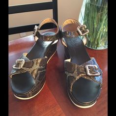 NIB AGL leather sandal cute 9.5 This is super comfortable  Gray alligator leather  $375 retail  SiZe 9.5 Shoes Wedges