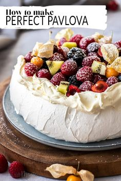 This perfect easy Australian pavlova recipe is all you need to create a showstopping dessert to impress your friends and family. 4 ingredients and 20 minutes and youll have this beauty in the oven. Top it with whipped cream and seasonal fruits for a Brownie Desserts, Oreo Dessert, Mini Desserts, Beaux Desserts, Single Serve Desserts, Trifle Desserts, Desserts For A Crowd, Winter Desserts, Great Desserts