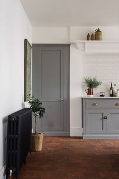 A wonderfully simple and rustic Georgian townhouse with a beautiful Lead grey deVOL Shaker kitchen and incredible terracotta floor