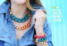 Aprovechar viejas cadenas o pulseras o simplemente usar cadenas de eslabón ancho para hacer coloridos colgantes y complementos de colores, para lo que sólo necesitarás dar un baño de pintura por partes :) #handmade #bisuteria #complementos