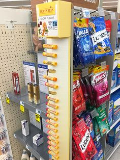 Burt's Bees Linear Corrugated Sidekick – Fixtures Close Up Point Of Purchase, Point Of Sale, Sp Tools, Retail Fixtures, Pos Display, Merchandising Displays, Burts Bees, Work Inspiration, Retail Design
