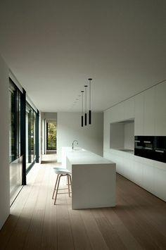 küchengestaltung weiße kücheninsel ausgefallene pendelleuchten