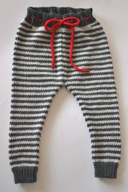 Hand Knitted Pippi Pants for up to Baby. Love a little splash of red. Crochet For Boys, Knitting For Kids, Baby Knitting Patterns, Baby Boy Fashion, Kids Fashion, Stylish Winter Outfits, Baby Jumpsuit, Baby Pants, Knit Pants