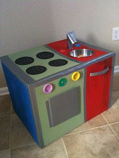 The Intentional Momma: Cardboard Box Kitchen DIY Cardboard Kitchen, Cardboard Play, Cardboard Crafts, Kids Play Kitchen, Diy Kitchen, Cardboard Packing Boxes, Diy Karton, Licht Box, Diy Toys