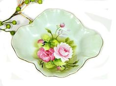 Hand painted Lefton green Heritage quatrefoil shaped shallow dish with pale and dark old fashioned roses on a green ground. 6 3/4 x 5 1/2. No chips or cracks. Pretty for nuts, candies, lemon slices, or what have you.