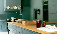Very simple Georgian style kitchen with contrasting island bench top. Single colour throughout very typical of the period but may tire