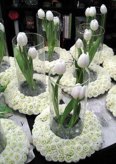 Oh centros de mesa con tulipanes, si me apunto :)
