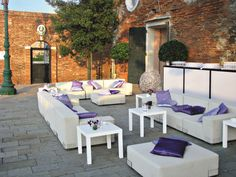 Violet | White & lavender terrace | Jolly side table by Paolo Rizzatto @ Belmond Hotel Cipriani, Venice/Italy