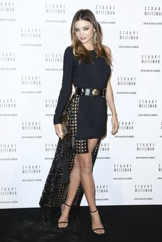 For the Stuart Weitzman party, during Paris Fashion Week, Miranda Kerr wore a dress from the Versus Versace spring/summer 2015 collection. Gold And Black Dress, Black Dress With Sleeves, Fashion Weeks, Style Miranda Kerr, Stuart Weitzman, Lace Bridal, Versus Versace, Glamour, Best Model