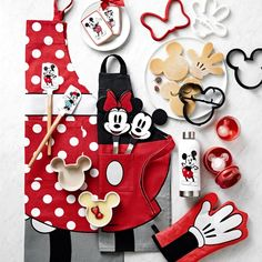 Cocina Mickey Mouse, Minnie Mouse Kitchen, Mickey Mouse House, Mickey Mouse Crafts, Mickey Mouse Decorations, Mickey Y Minnie, Disney Mickey Mouse, Mickey Mouse Mug, Disney Kitchen Decor