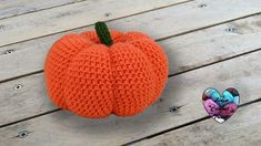 one of these Halloween crochet models will be right for you, so let's learn a beautiful pattern that we call Citrouille Halloween Crochet. Crochet Diy, Crochet Amigurumi, Amigurumi Doll, Fruits En Crochet, Crochet Pour Halloween, Lidia Crochet Tricot, Crochet Projects, Sewing Projects, Knitted Hats