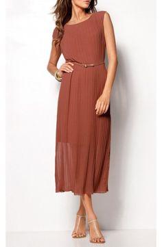 Robe longue plissée ceinturée, couleur terracotta, douceur, féminité et élégance