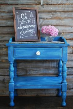 Table Transformation with Custom Blue Annie Sloan Chalk Paint. Great tips for mixing paint and achieving a faux distressed look. The before and after are quite dramatic!